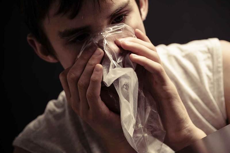 растет популярность токсикомании - фото