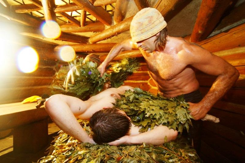 Пока житель Пинска парился в бане, приятель украл у него золото - фото