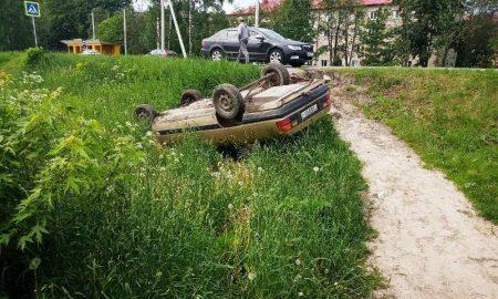 Пьяный водитель устроил ДТП-перевертыш в д. Галево - фото