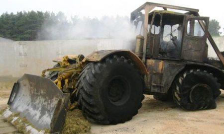 «Кировец» сгорел в ПИнском районе - фото