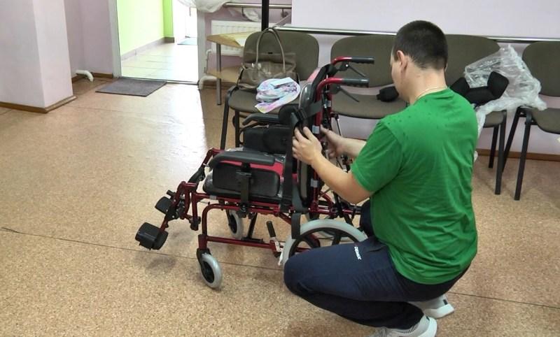 Инвалидная коляска - фото