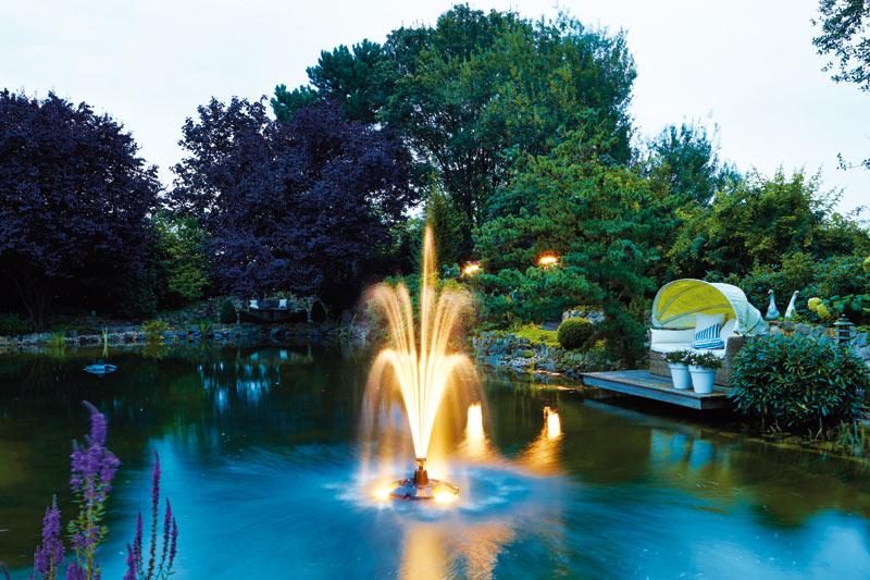 Плавающий фонтан - фото
