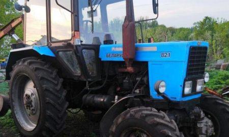 Угнал трактор - фото