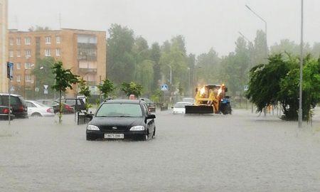 МЧС в Пинске ликвидировало последствия сильного ливня - фото