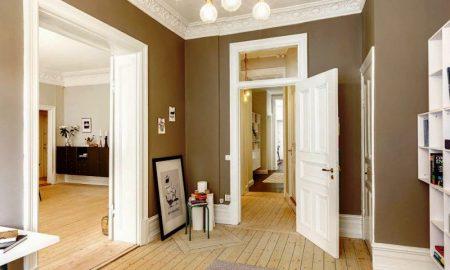 белые деревянные двери - фото