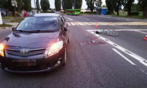 ДТП в Пинске: водитель TOYOTA сбил велосипедиста на пешеходном переходе - фото