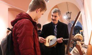 Выставка инструментов - фото