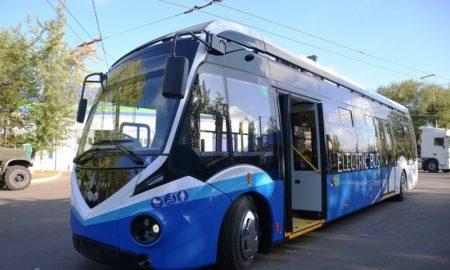 праворульный электробус - фото