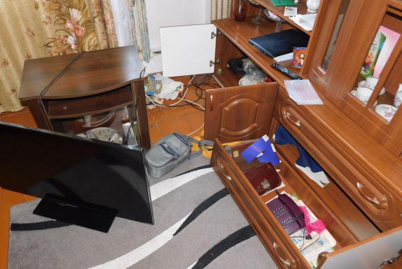 По наводке от сокамерника: двое пинчан и житель Березы украли почти 10 000 долларов - фото