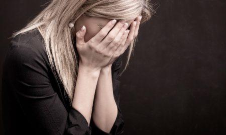Житель Пинска из-за ссоры с девушкой ударил по лицу незнакомку - фото