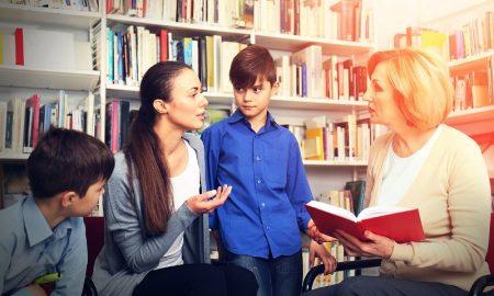 Психолог рассказала, как родителям строить отношения с учителями - фото