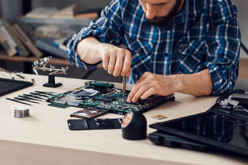 Как выбрать мастеров по ремонту ноутбука - фото