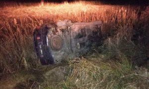 автомобиль на скорости вылетел в кювет и опрокинулся - фото