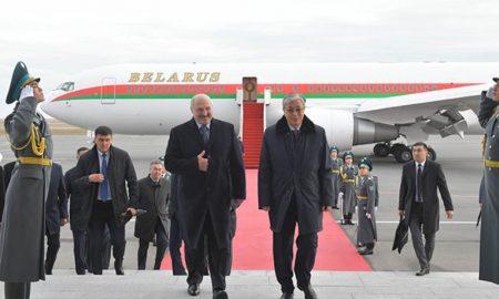 Лукашенко прибыл в Казахстан - фото