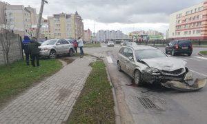 ДТП на перекрестке ул. Шапошника и ул. Поселковой - фото