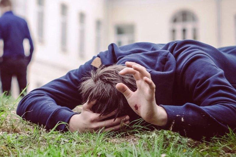 В Пинске хулиган беспричинно избил 14-летнего подростка - фото