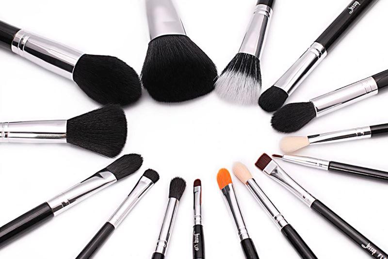 кисти для макияжа - фото