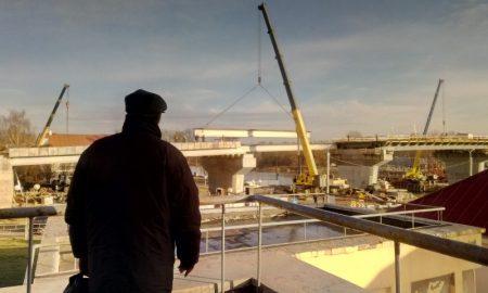 строительство моста через реку Пина - фото