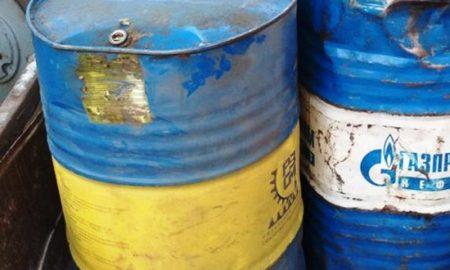 из гаража украли 220 литров топлива - фото