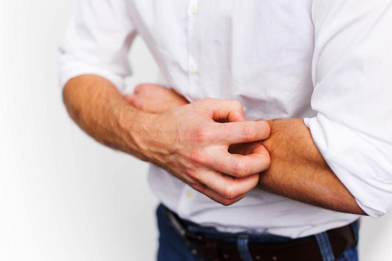 симптомы проблем с печенью - фото