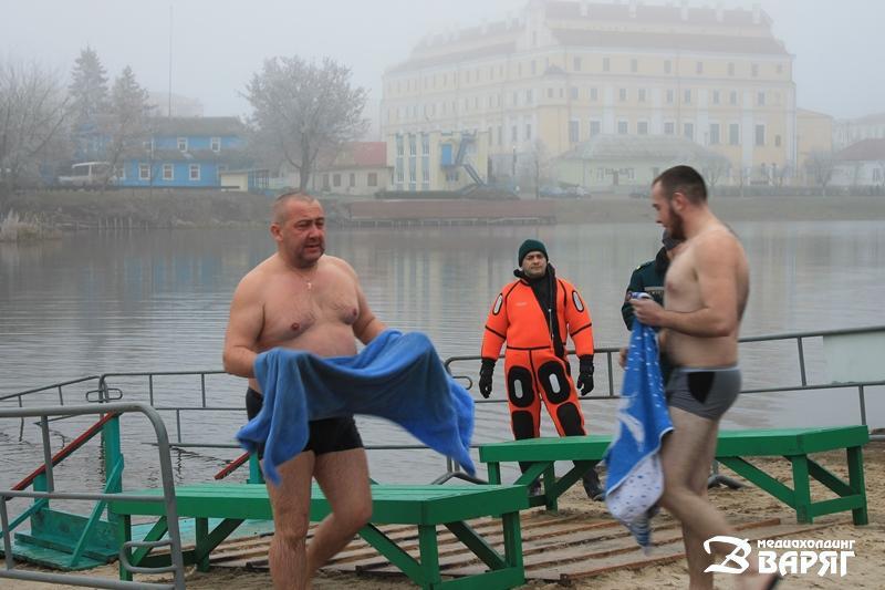Пинчане активно принимают участие в крещенских купаниях - фото