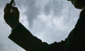 Во вскрытой машине в Пинске нашли смартфон вора с преступными селфи - фото