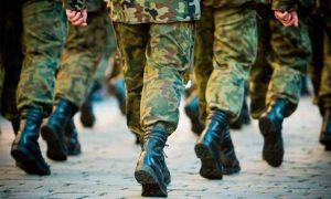 13 солдат отравились - фото