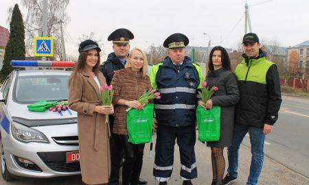 поздравили женщин-водителей в Пинском районе - фото