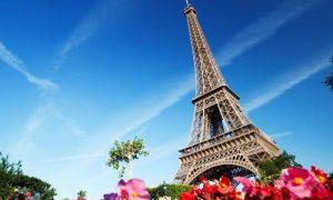 в Париже - фото