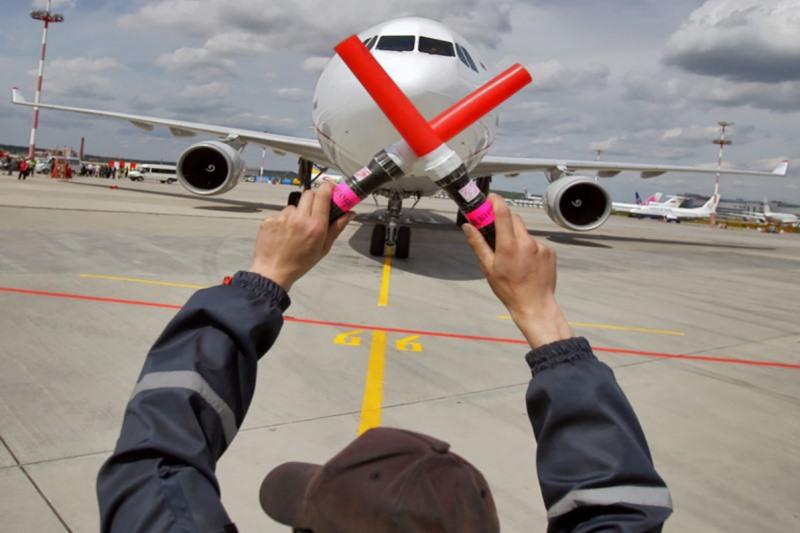 Россия прекращает авиасообщение - фото