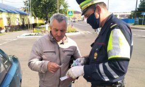 «Внимание – дети!»: в Пинске - фото, раздавали наклейки сотрудники ГАИ