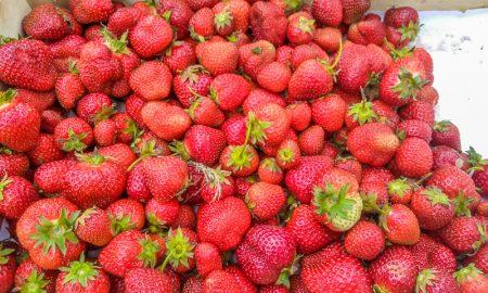клубника на рынках Пинска - фото
