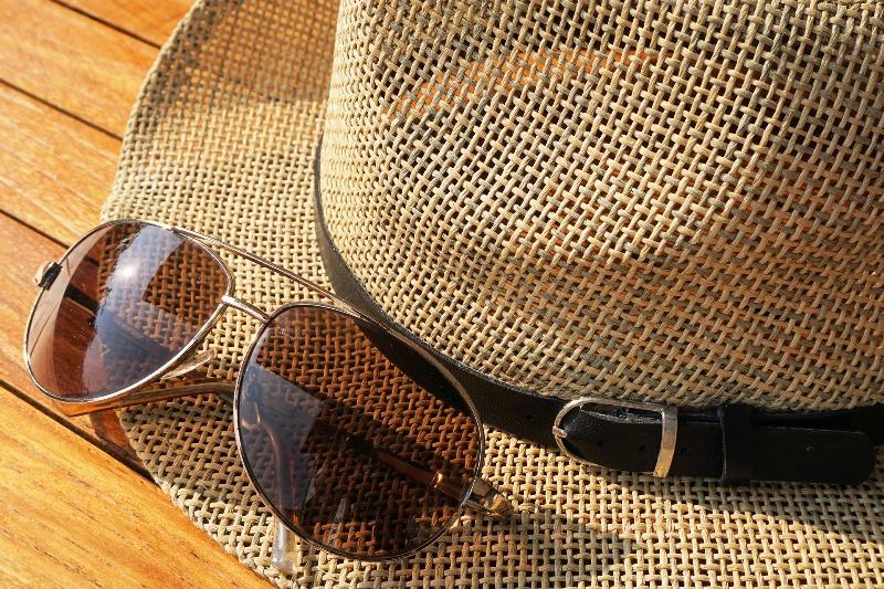 Шляпа и очки - фото