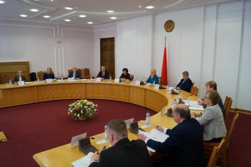 регистрация кандидатов в Президенты Беларуси в ЦИК - фото