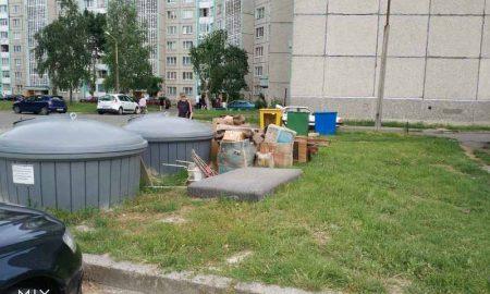 Заглубленные мусорные контейнеры - фото