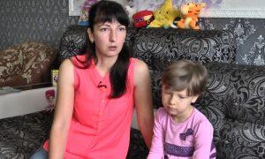 Злата Левшук с мамой - фото