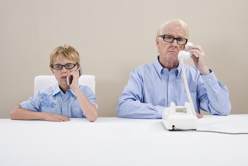 В сети показали разницу между поколениями всего в одном жесте - фото