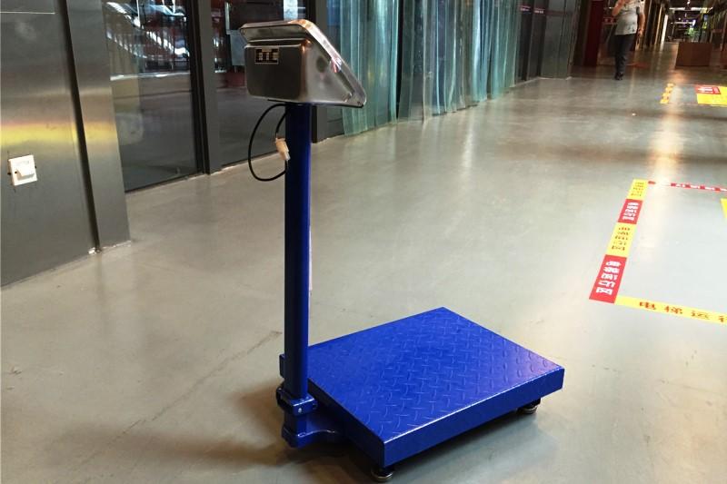 Напольные электронные весы для торговли - фото