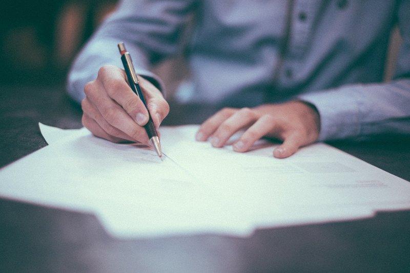 Подпись документов - фото