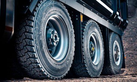 шины на грузовой автомобиль - фото