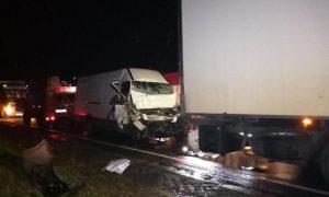 спасатели деблокировали водителя микроавтобуса - фото