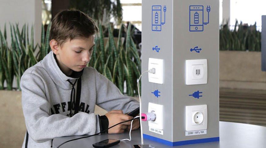 точки для бесплатной зарядки мобильных устройств - фото