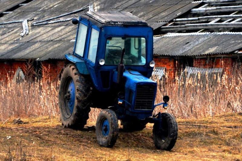 угнал соседский трактор - фото