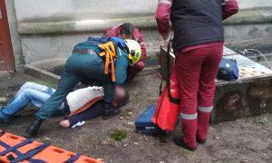 В Бресте на мужчину упал электрощит - фото МЧС