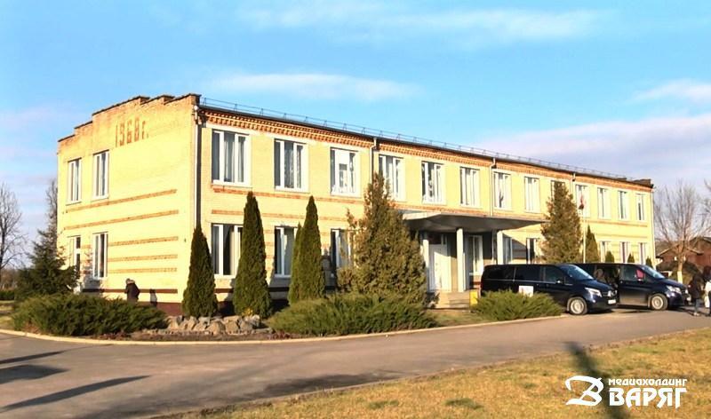 Плещицкая средняя школа - фото