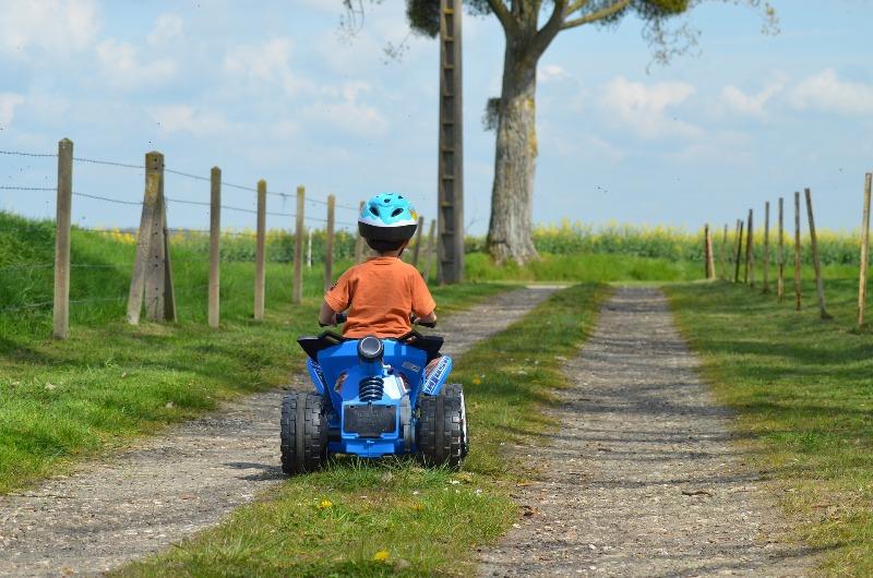 Мальчик на дороге - фото