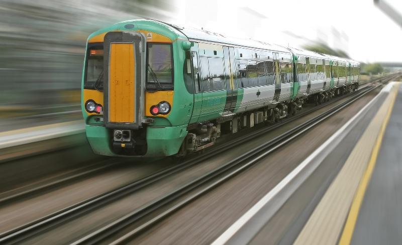 Поезд - фото