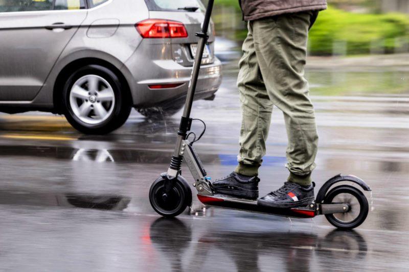 пользователей электросамокатов приравняют к пешеходам