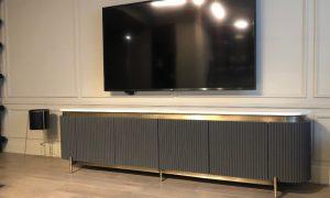 Мебель с металлическими вставками - фото
