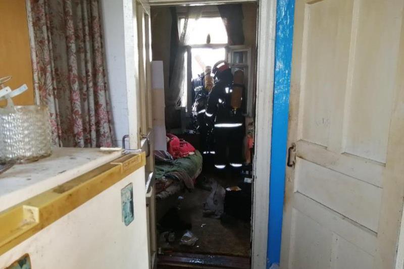 Едва не погиб в собственной кровати: в Пинске на пожаре спасли мужчину, фото Пинского ГРОЧС